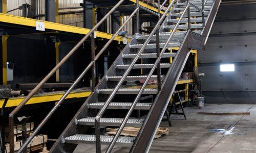 Escalier à palier   Boutique ABM   Livrer. Toujours.